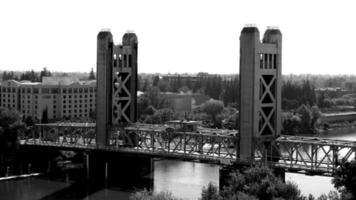 puente de la torre de sacramento 4k