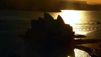 cena curta da ópera durante o nascer do sol 4k video