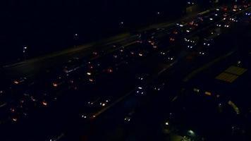 tráfego de carros à noite 4k