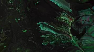 mezcla de pinturas rosa verde y negro