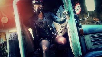 garota do tanque sentada posando em um caminhão velho e enferrujado
