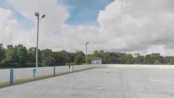 Plano de viaje de una pista de patinaje al aire libre en un día soleado