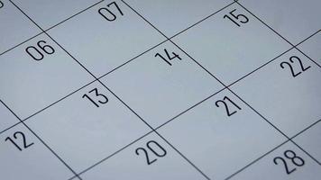 Calendario del mes de febrero con forma de corazón