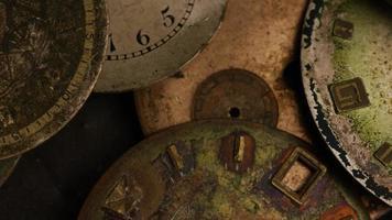 rotação de filmagens de mostradores de relógio antigos e resistidos - mostradores de relógio 015
