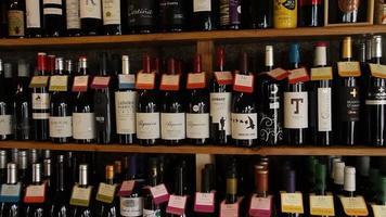 garrafas de vinho estoque vídeo