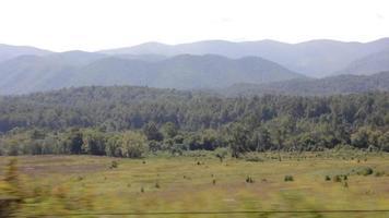 dirigindo por montanhas applachian