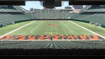 Vista del estadio Bengals con vistas al campo y asientos 4k