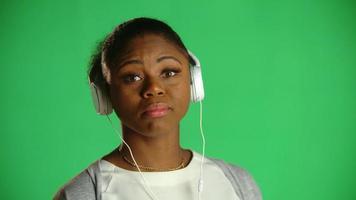atitude jovem afro-americana de chiclete ... tanto faz 2 video