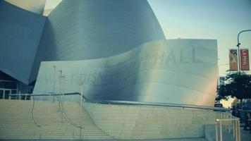 statische Aufnahme der Eingangstreppe des Walt Disney Konzertsaals in Los Angeles in 4k.