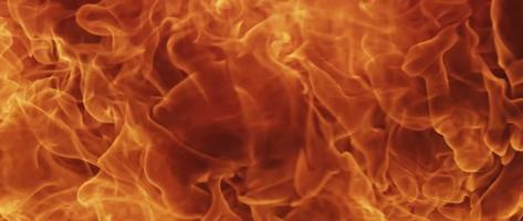 combustión de fuego efímero sobre fondo oscuro en 4k