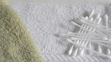 toalhas e cotonete video