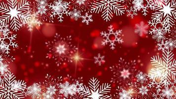 schöne Schneeflocken, die auf einem roten Hintergrundlinsenfackelbokeh rotieren