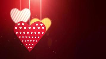 Corazones de San Valentín de papel cayendo colgando sobre una cuerda fondo rojo