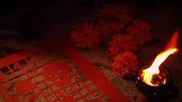 Flores de cempasúchil papel picoteado y brasero 1768 video