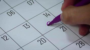 Calendario del mes de febrero con símbolos de hombre.