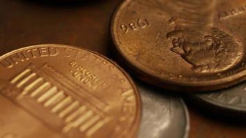 Imágenes de archivo giratorias tomadas de monedas monetarias estadounidenses - dinero 0321 video