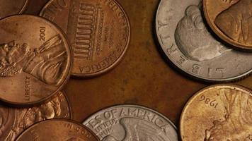 Imágenes de archivo giratorias tomadas de monedas monetarias americanas - dinero 0276 video