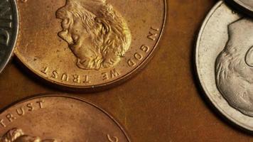 Imágenes de archivo giratorias tomadas de monedas monetarias americanas - dinero 0313 video