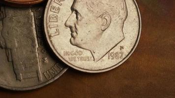 Imágenes de archivo giratorias tomadas de monedas monetarias estadounidenses - dinero 0286 video