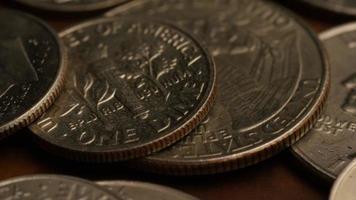Imágenes de archivo giratorias tomadas de monedas monetarias estadounidenses - dinero 0248 video