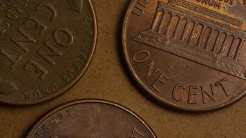 rotierende Stock Footage Aufnahme von amerikanischen Pennys (Münze - $ 0,01) - Geld 0163