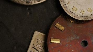 Imágenes de archivo giratorias tomadas de caras de relojes antiguas y desgastadas - caras de relojes 010