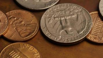 Imágenes de archivo giratorias tomadas de monedas monetarias estadounidenses - dinero 0269 video