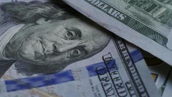 Imágenes de archivo giratorias tomadas de billetes de $ 100 - dinero 0139 video