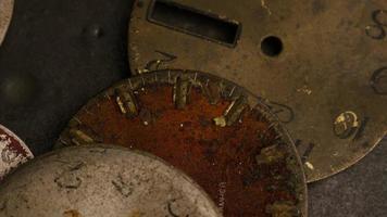 Imágenes de archivo giratorias tomadas de caras de relojes antiguas y desgastadas - caras de relojes 009