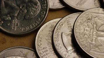 girato stock footage rotante di quartieri americani (moneta - $ 0,25) - denaro 0228