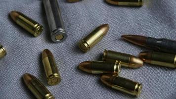 tiro giratório cinematográfico de balas em uma superfície de tecido - balas 089 video
