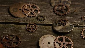 Imágenes de archivo giratorias tomadas de caras de relojes antiguas y desgastadas: caras de relojes 063 video