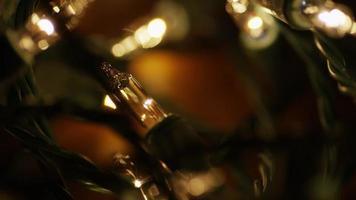Plano cinematográfico y giratorio de luces navideñas ornamentales - Navidad 007