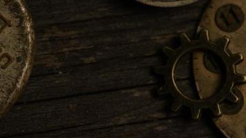 rotação de imagens de arquivo de mostradores de relógio antigos e resistidos - mostradores de relógio video