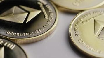 rotierende Aufnahme von Ethereum-Bitcoins (digitale Kryptowährung) - Bitcoin-Ethereum 0075