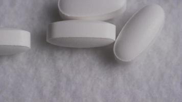 Imágenes de archivo giratorias tomadas de vitaminas y píldoras - vitaminas 0146 video