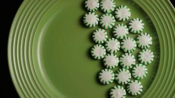 Tiro giratorio de caramelos duros de menta verde - Candy spearmint 019 video