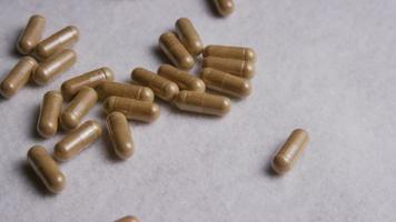 Imágenes de archivo giratorias tomadas de vitaminas y píldoras - vitaminas 0031 video