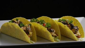 Foto giratoria de deliciosos tacos de pescado - comida 002
