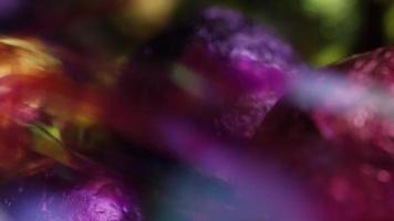 foto rotativa de doces de páscoa coloridos em uma cama de grama de páscoa - páscoa 255 video