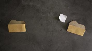 stop-motion de carpeta transfiriendo o copiando un archivo a otra carpeta