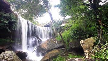 schöner Wasserfall in Phukradung