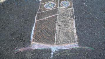 Turm auf Asphalt zeichnen