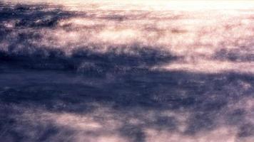 Las ondas de lapso de tiempo se ondulan en la luz dorada del sol