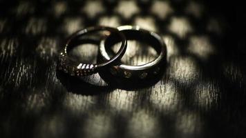 duas alianças de casamento video