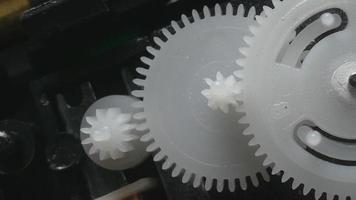 rotación de los engranajes de plástico
