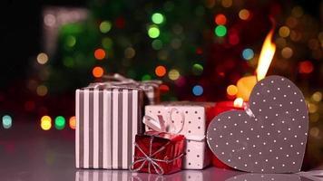 Geschenkboxen und Kerzen video