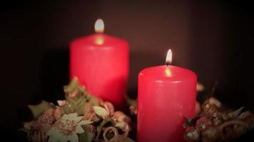 zwei rote Kerzen schleifen sich