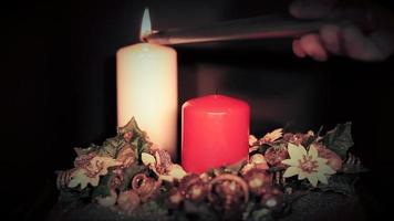 rote und weiße Kerzen
