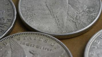 girato stock footage rotante di monete americane antiche - denaro 0120